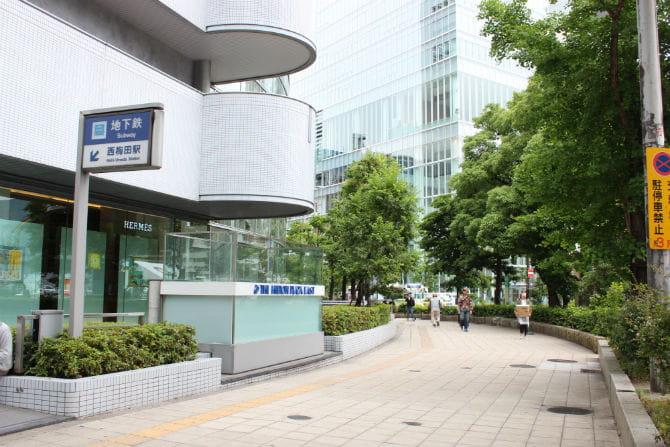 西梅田駅の地上1