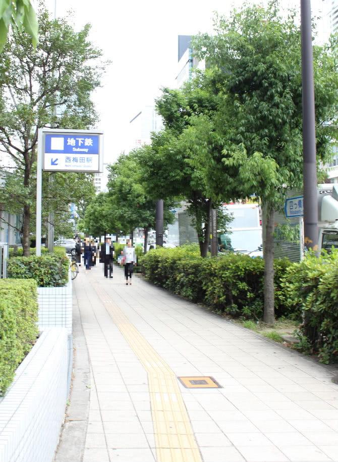 西梅田駅の地上2